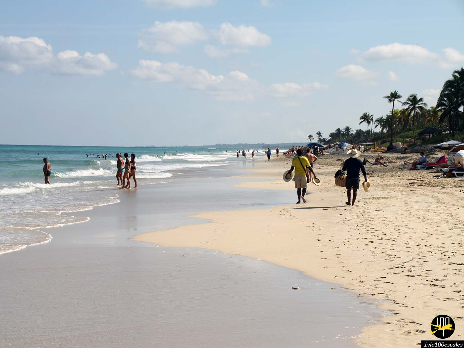 Les vendeurs de chapeaux sur les Playas del Este de Cuba