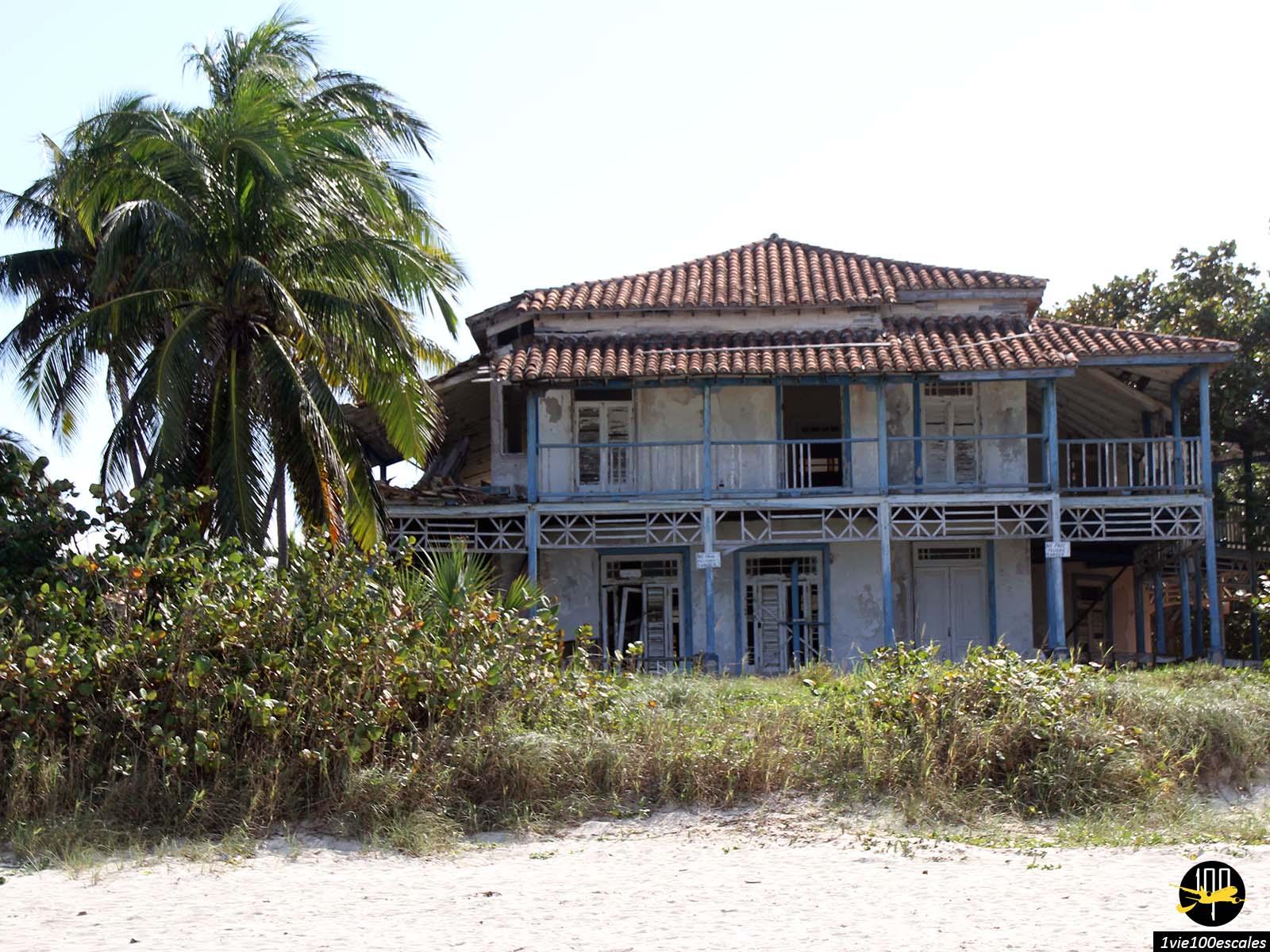 Une maison abandonnée sur la plage de Varadero