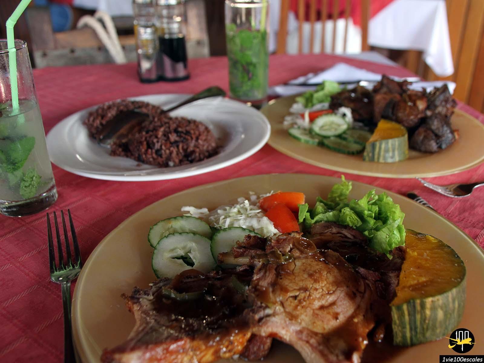 Déjeuner typique dans le restaurant Esquina Cuba à Varadero