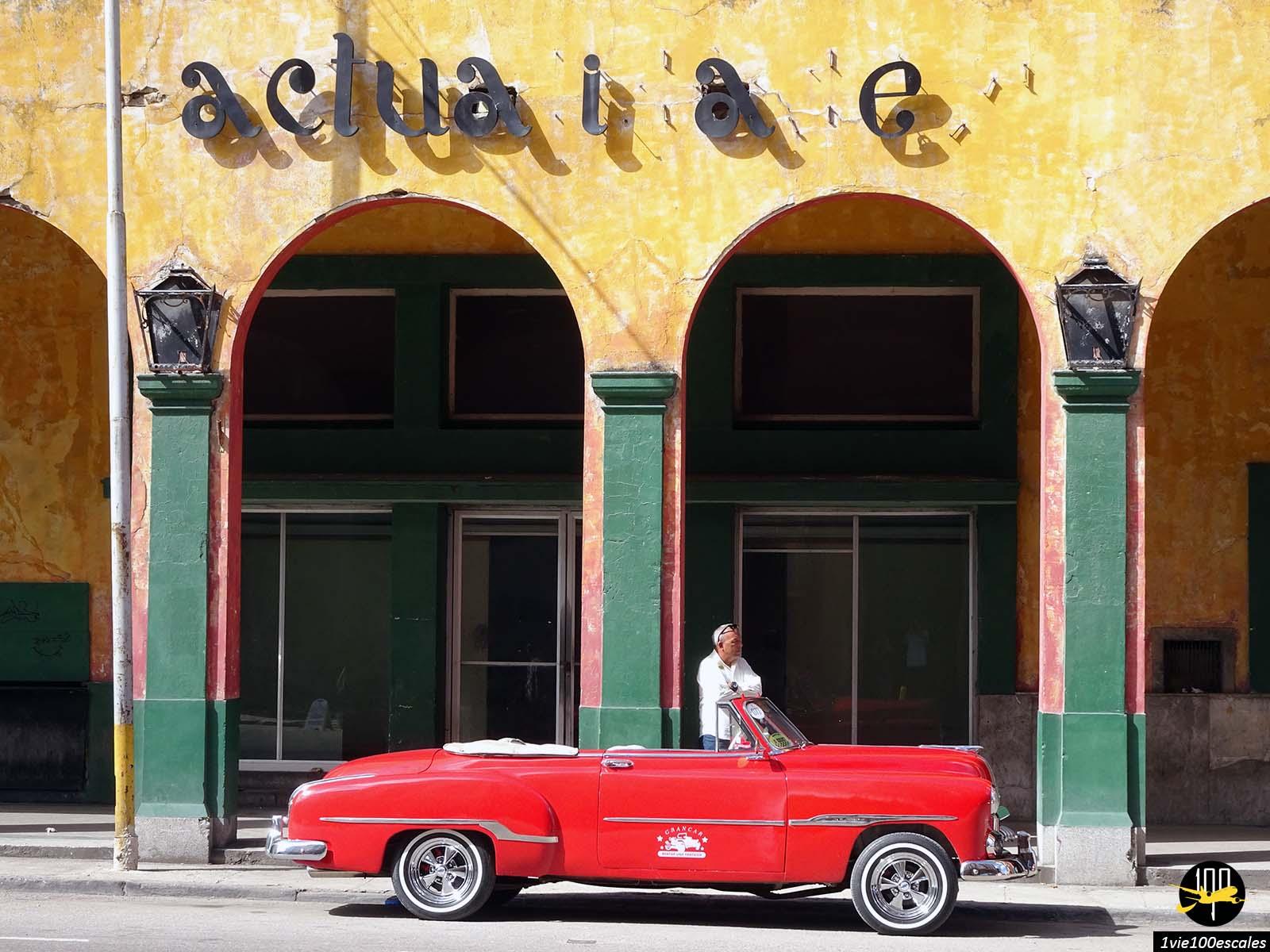 Une vieille voiture pour découvrir La Havane le temps d'une excursion